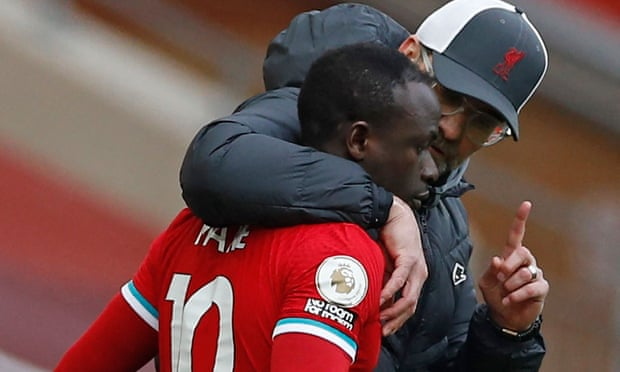 Jürgen Klopp will clear air with Sadio Mané after refusal to shake his hand